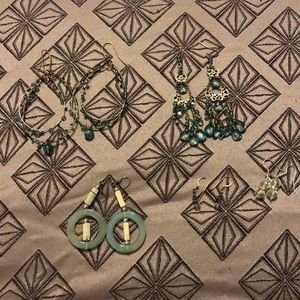 Jewelry - 💍Bundle of 5 Pairs of Earrings - Blues and Clear